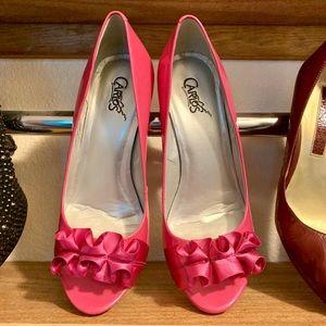 Carlos Santana pretty in pink ruffle stilettos 💕
